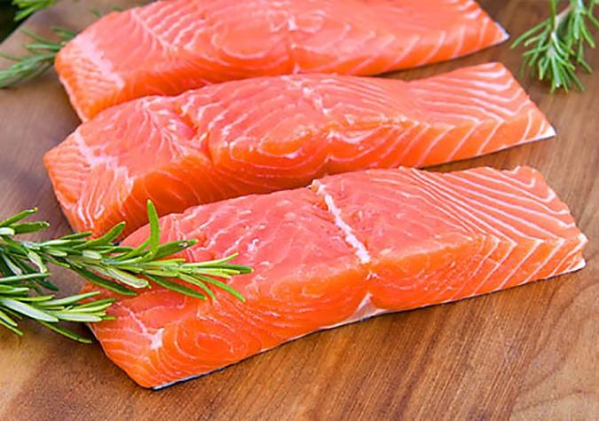 cá hồi ngăn ngừa tóc bạc sớm