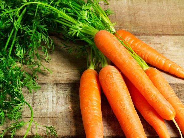 cà rốt giúp ngăn ngừa tóc bạc sớm