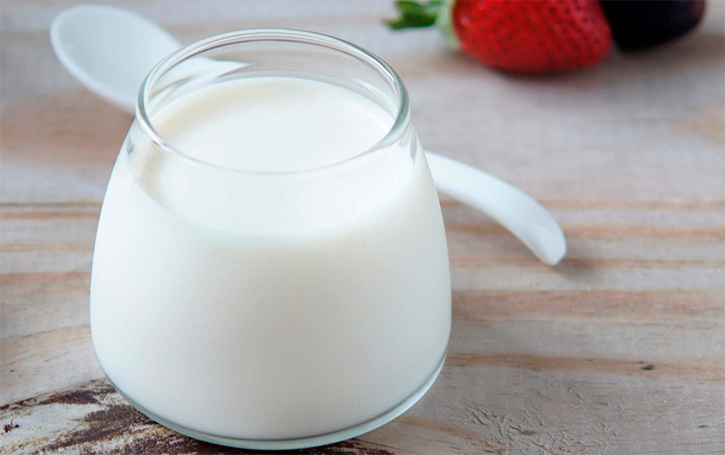 sữa chua có lợi cho ngăn ngừa tóc bạc sớm